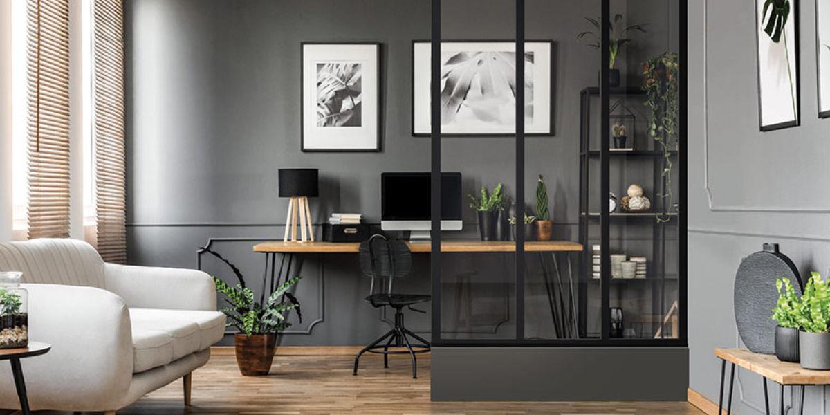 Cloison verrière entre le séjour et un bureau